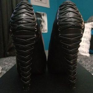 Jessica Simpson Corseted Black Pumps